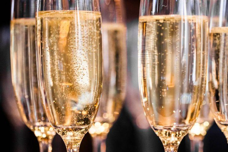 Francia, lo Champagne fatica, il Prosecco avanza
